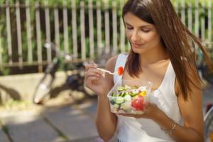 ¿Comes de forma segura? Sigue estos consejos para cuidar tu alimentación