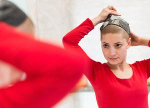Consejos para minimizar los cambios en tu imagen durante el tratamiento oncológico: piel, cuero cabelludo y uñas